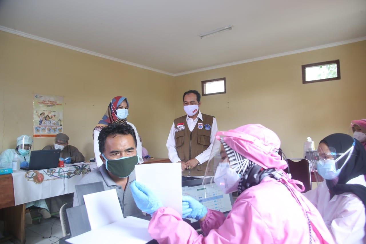 Plt. Wali Kota Meninjau Pelaksanaan Vaksinasi Covid-19 Untuk Para Pedagang Pasar Melong