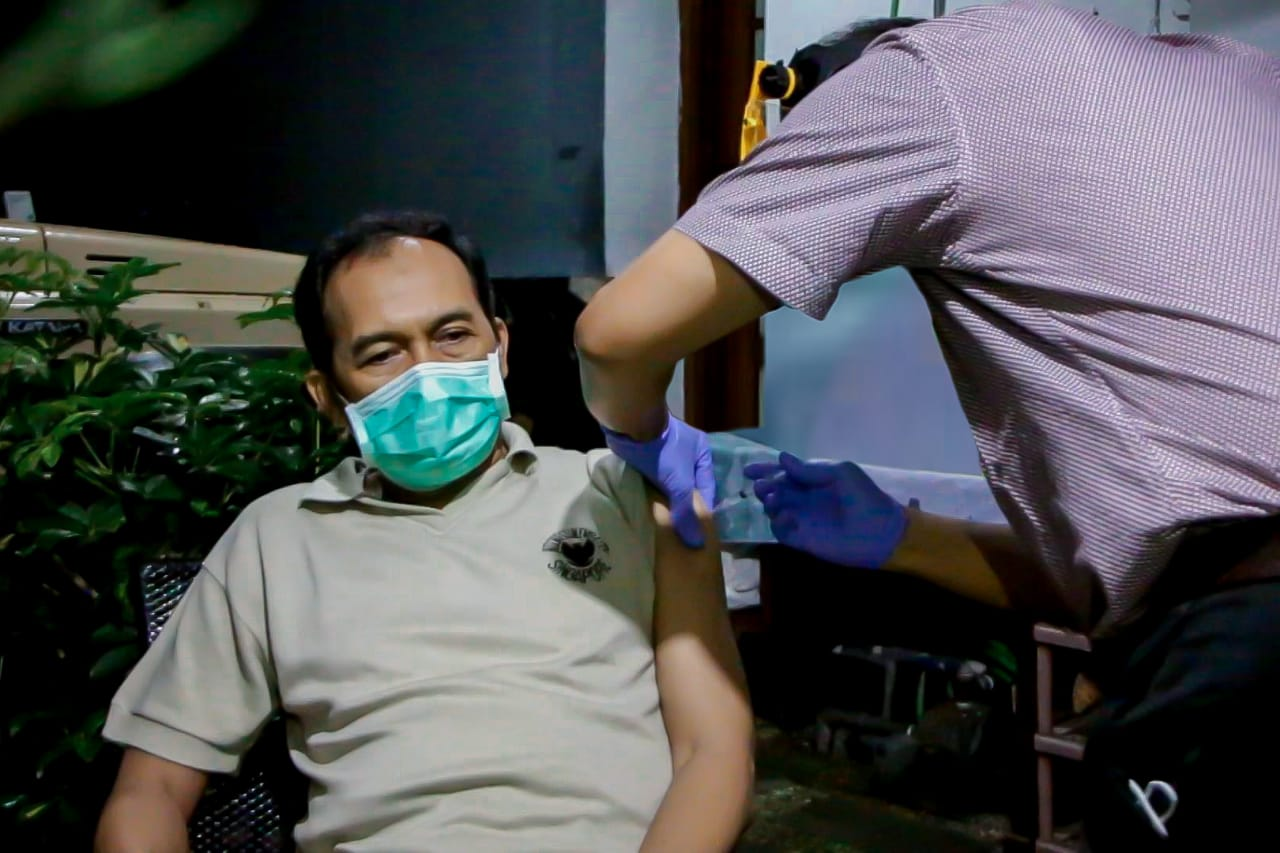 Tertunda Sehari, Plt. Wali Kota Akhirnya Jalani Penyuntikan Vaksin Covid-19 Tahap Kedua