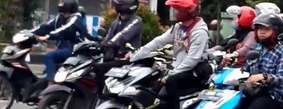 Dishub Kota Cimahi Pasang Marka Berjarak Untuk Sepeda Motor Sebagai Pencegahan Covid-19