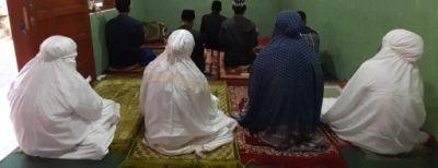 Pemberlakuan PSBB Tahap 3, Warga Cimahi Gelar Salat Idul Fitri di Rumah Masing-masing