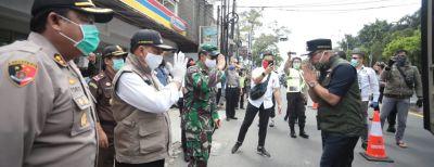 Gubernur Jabar Tinjau PSBB di Cimahi
