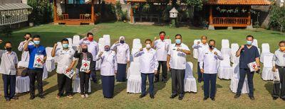 PMI Jawa Barat Serahkan APD untuk 9 Rumah Sakit dan Klinik di Kota Cimahi
