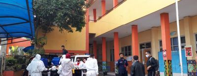 Penyemprotan Disinfektan di Lingkungan Sekolah Upaya Menekan Penularan Covid-19