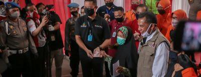 Mensos Serahkan Bantuan Sosial Tunai Kepada 13.491 KPM di Kota Cimahi