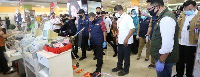 Gubernur Jawa Barat Meninjau Pelaksanaan Rapid Test Di Pusat Perbelanjaan di Kota Cimahi