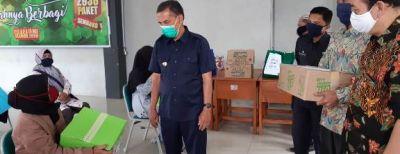 Gerakan Guru SMP Cimahi Peduli Salurkan Bantuan Sembako Kepada Orangtua Siswa Terdampak Pandemi Covid-19