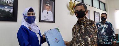 Penyerahan Bantuan Masker Kepada Perwakilan Kelompok Usaha Dan Pelaku Ekonomi Kreatif Se-Kota Cimahi