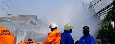 Covid-19 Masih Mengancam, Jalan Protokol di Cimahi Dihujani Disinfektan