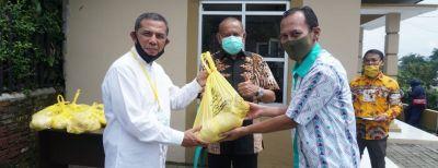 Penyerahan Bantuan dari Warga RW 02 Kel. Cibabat Kepada Pemerintah Kota Cimahi