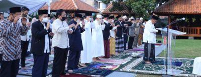 Wali Kota Cimahi Gelar Salat Idul Adha 1441 Hijriyah di Kediamannya